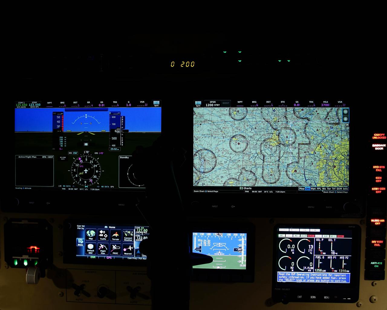 L-139_cockpit_TH0003
